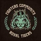 Progettazione dell'emblema con la tigre in corona illustrazione di stock