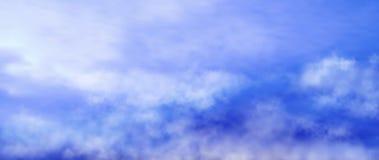 Progettazione dell'illustrazione blu di vettore del cielo nuvoloso illustrazione vettoriale