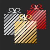 Progettazione della cartolina d'auguri di celebrazione di festa con i contenitori di regalo variopinti; illustrazione di riserva  illustrazione di stock