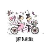 Progettazione della partecipazione di nozze Guida dello sposo e della sposa sulla bicicletta royalty illustrazione gratis