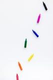 Progettazione dello scrittorio dei bambini con lo spazio bianco di vista superiore del fondo dei giocattoli per testo Fotografia Stock