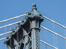 Progettazione di architettura: La cima del ponte di Manhattan della torre seziona dettagliatamente Fotografie Stock Libere da Diritti