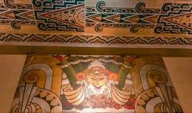 Progettazione di Art Deco sulla parete e sul soffitto ristabiliti del teatro Immagine Stock