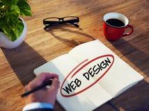 Progettazione di Brainstorming About Web dell'uomo d'affari Immagine Stock