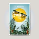 Progettazione di carta dell'invito del partito di estate Scrittura dorata su un tropica Immagini Stock Libere da Diritti
