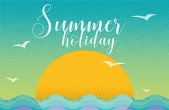 Progettazione di carta di vacanza estiva nel retro stile con il tramonto ed il mare Immagine Stock