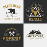 Progettazione di logo di avventura della montagna della foresta per le insegne illustrazione di stock