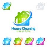 Progettazione domestica di logo di vettore di servizio di pulizia, Eco amichevole con la scopa brillante e concetto del cerchio i illustrazione vettoriale
