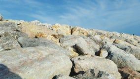 Progettazione e cielo della roccia fotografia stock libera da diritti