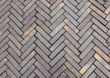 Progettazione e struttura all'aperto a strisce della superficie delle mattonelle dell'argilla Immagine Stock