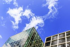 Progettazione esteriore delle costruzioni moderne della città, facciate di vetro L'esterno di Van Gogh Museum è un museo di arte  Fotografia Stock Libera da Diritti