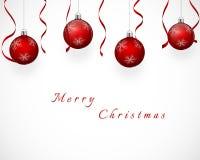 Progettazione festiva con le palle ed i nastri rossi dell'albero di Natale fotografia stock libera da diritti
