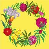 Progettazione floreale di estate con fondo giallo progettazione di superficie per la copertina delle carte, del manifesto, delle  Immagine Stock Libera da Diritti