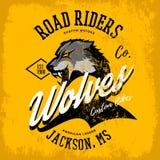 Progettazione furiosa americana d'annata di vettore della stampa del T del club dei motociclisti del lupo isolata su fondo giallo Fotografia Stock
