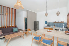 Progettazione minimalista della cucina della villa pulita della stanza Fotografie Stock