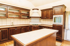 Progettazione moderna della disposizione della cucina fotografia stock