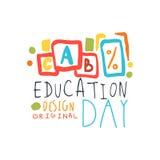 Progettazione originale dell'etichetta di giorno di istruzione, di nuovo al modello del grafico di logo della scuola Immagini Stock Libere da Diritti