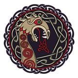 Progettazione scandinava La figura nasale della nave Drakkar di Viking sotto forma di drago e lo scandinavo torto illustrazione di stock