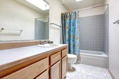 Progettazione semplice del bagno Fotografia Stock