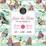 Progettazione tropicale del modello dell'invito di nozze con le farfalle ed i fiori esotici Conservi la carta floreale della data Fotografie Stock Libere da Diritti