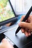 Progettazione usando la penna del ridurre in pani Fotografie Stock Libere da Diritti