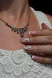 Progettazioni del chiodo per la sposa: Sabbia del velluto e del manicure francese Immagini Stock