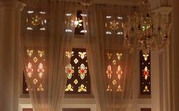 Progettazioni di vetro classiche molto piacevoli del corridoio darbar nel palazzo di Bangalore Fotografie Stock Libere da Diritti