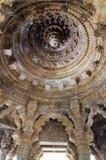 Progettazioni elaborate interne sulle rocce al tempio Modhera di Sun Fotografia Stock