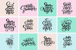 Progettazioni tipografiche stabilite di estate di ciao Modelli calligrafici di progettazione del testo di vettore disegnato a man royalty illustrazione gratis