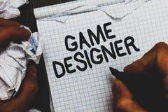 Progettista del gioco del testo della scrittura I grafici delle consoli di programmatori di scripting del pixel del sostenitore d fotografie stock