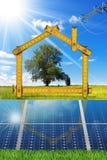 Progetto della Camera ecologica con i pannelli solari Fotografia Stock