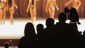 Program na żywo żeńska bodybuilding rywalizacja środki i wiadomość, bawi się życie zbiory
