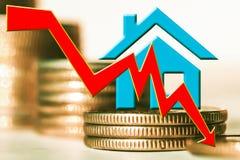 A programação para a queda e um símbolo de bens imobiliários no fundo das barras inventa imagem de stock royalty free