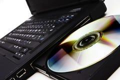 Programa de lectura de la computadora portátil DVD Foto de archivo libre de regalías
