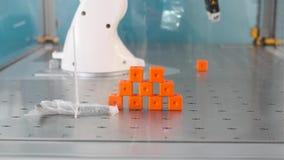 Programa demonstrativo em andamento do robô industrial video estoque