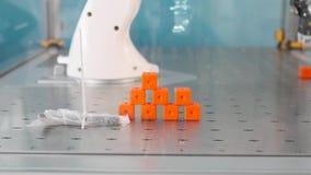 Programa demonstrativo em andamento do robô industrial vídeos de arquivo