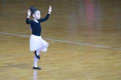 Programa femenino del estándar de Performs Juvenile-2 del bailarín fotos de archivo libres de regalías