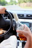Programa piloto borracho en un camino rural Foto de archivo libre de regalías