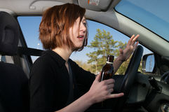 Programa piloto femenino borracho que consigue dado una sacudida eléctrica fotos de archivo libres de regalías