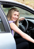 Programa piloto femenino joven en la rueda Imagenes de archivo