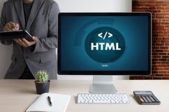 Programador del diseño del código del web del DESARROLLADOR del HTML del PHP que trabaja en una suavidad fotos de archivo