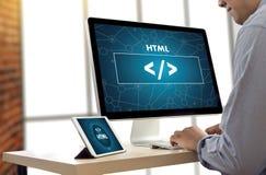 Programador del diseño del código del web del DESARROLLADOR del HTML del PHP que trabaja en una suavidad foto de archivo libre de regalías
