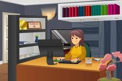 Programador fêmea Working em casa Imagem de Stock