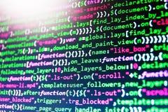 Programador Typing New Lines del código del HTML fotografía de archivo