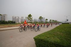 Programas fitness maciços motorista-extensivos de competência da bicicleta Imagem de Stock Royalty Free