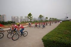 Programas fitness maciços motorista-extensivos de competência da bicicleta Imagem de Stock