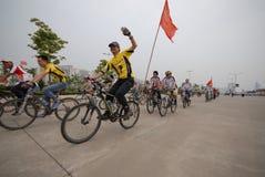 Programas fitness maciços motorista-extensivos de competência da bicicleta Fotografia de Stock Royalty Free