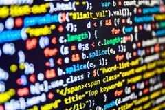 Programmera kodabstrakt begreppskärmen av programvarubärare fotografering för bildbyråer