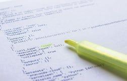 Programmera språkpytonormen på papper arkivbild
