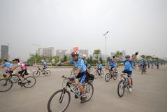 Programmes de remise en forme de masse conducteur-étendus de emballage de bicyclette Images libres de droits